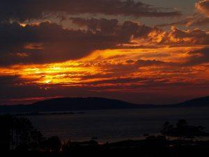 puesta de sol al horizonte