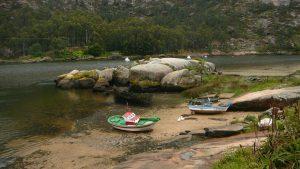 fotos embarcaciones en tierra firme con la marea baja