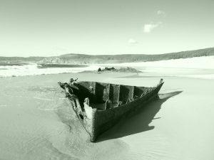 fotos de un barco en la playa