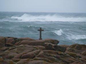 fotos de cruz frente al mar