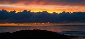 fotos de sol detrás de nubes