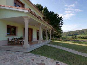 fotografía del porche delantero de la casa