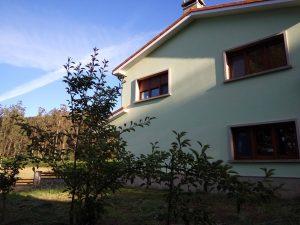 fotografía de un lateral de la casa