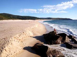 Vista de la amplitud de la playa con la marea baja