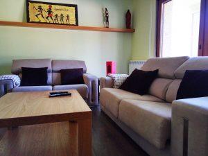 sofás con cojines que invitan al descanso